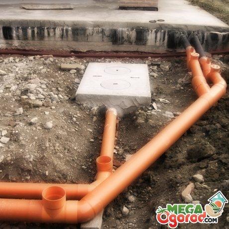 Отток воды в канализационную систему вне бани